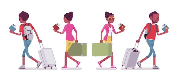 Czarny turysta płci męskiej i żeńskiej spaceru