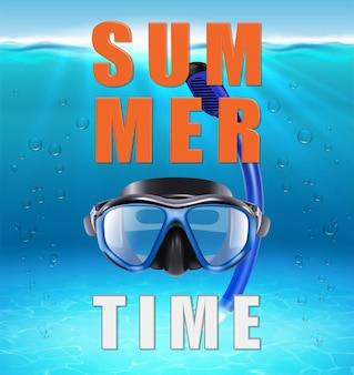 Czas letni z dużymi literami typografii realistyczny ocean pod wodą ze światłem słonecznym i promieniami oraz maską do nurkowania