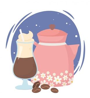 Czas na kawę, czajnik i filiżanki latte, świeży aromat napoju
