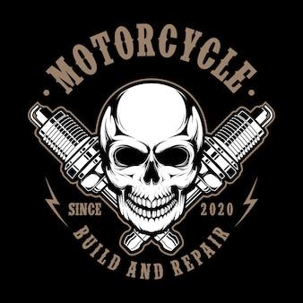 Czaszka motocykl z iskrowymi świeczkami ilustracyjnymi