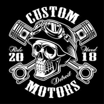 Czaszka motocyklisty ze skrzyżowanymi tłokami. graficzna koszulka. wszystkie elementy, kolory, tekst (zakrzywiony) są na osobnej warstwie. (wersja monochromatyczna)