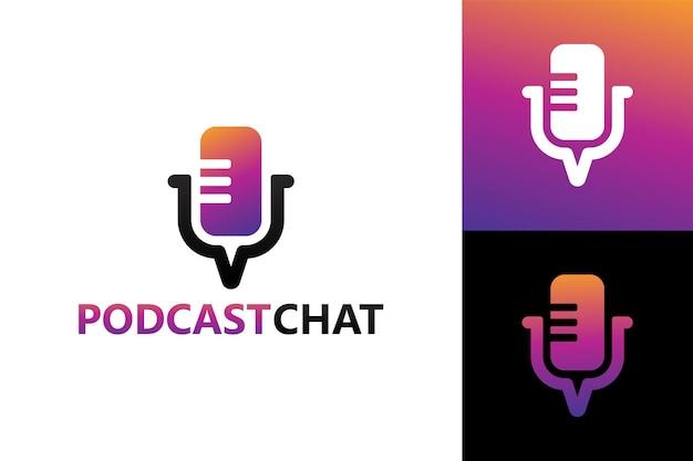 Czat podcastowy, szablon logo mikrofonu rozmowy wektor premium