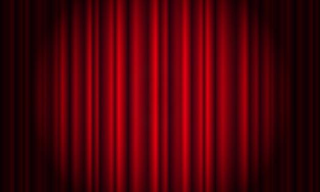 Czerwona kurtyna z reflektorem w teatrze. aksamitna zasłona kinowa