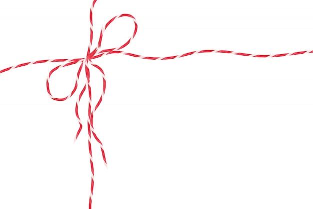 Czerwona lina sznurka na białym tle, pakiet świąteczny wystrój ciąg z kokardą.