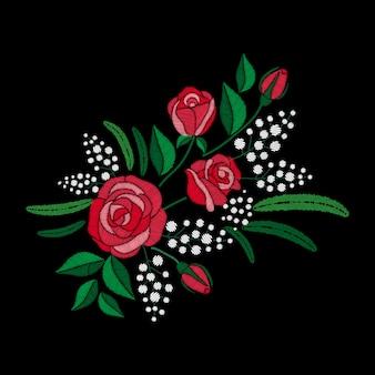 Czerwona róża i białe kwiaty haftu na czarnym tle. imitacja ściegu satynowego