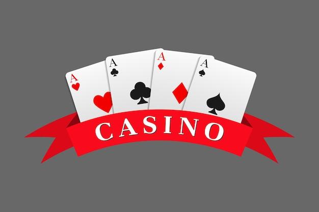 Czerwona wstążka z napisem kasyna połączona z kombinacją czterech asów. może służyć jako logo, baner, tło. ilustracja wektorowa w realistycznym stylu.