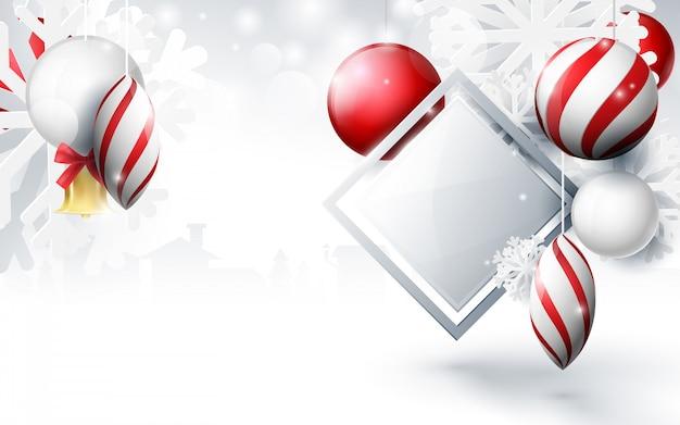 Czerwone i białe bombki z ornamentami płatki śniegu, złoty dzwon i geometryczne na tle bokeh