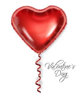 Czerwone serce balon na białym tle