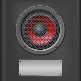 Czerwony głośnik z metalową płytką.