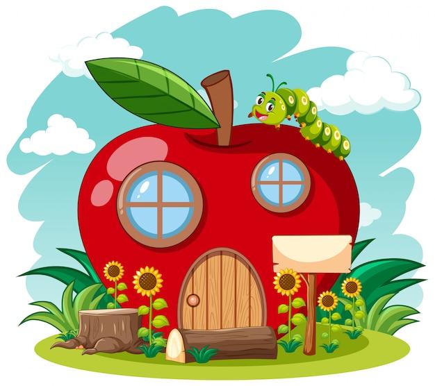 Czerwony jabłko dom i śliczna dżdżownica w ogrodowej kreskówce projektujemy na nieba tle