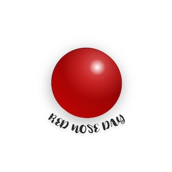 Czerwony nosa dzień na odosobnionym białym tle