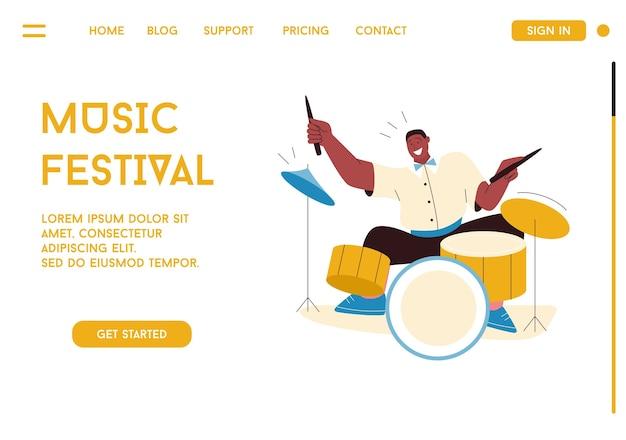Członek zespołu jazzowego grający muzykę na festiwalu, koncercie lub występujący na scenie