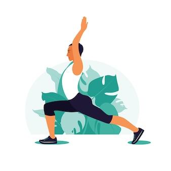Człowiek ćwiczenia w parku. sporty na świeżym powietrzu. zdrowy styl życia, koncepcja jogi i fitness.
