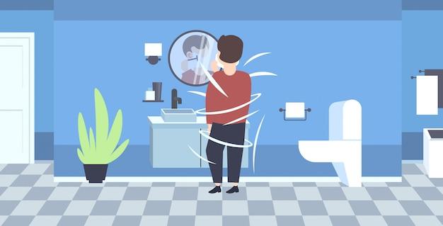 Człowiek do golenia twarzy widok z tyłu facet patrząc w lustro nowoczesne wnętrze domu łazienka wnętrze pełnej długości poziomej