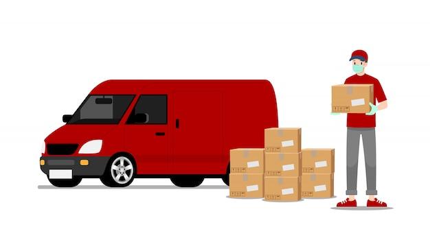 Człowiek dostawy stoi i trzyma paczkę towarów przed furgonetką.