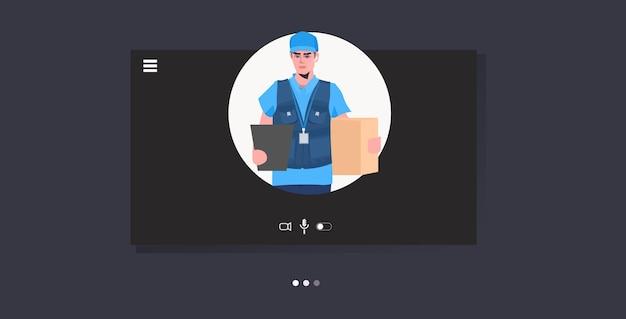Człowiek kurier trzymający karton czarny piątek sprzedaż ekspresowa dostawa usługa online koncepcja portret pozioma ilustracja wektorowa
