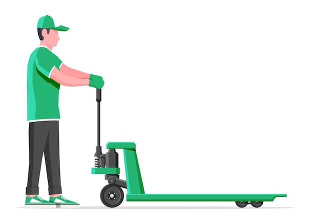 Człowiek z podnośnika paletowego ręcznie na białym tle. wózek paletowy pusty ręczny i męski napęd. pracownik w mundurze z wózkiem towarowym. dostawa, logistyka i spedycja ładunków. płaska ilustracja wektorowa