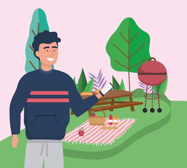 Człowiek z smartphone tabeli grill piknik koc żywności