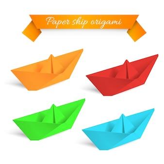 Cztery kolorowe papierowe statki origami.