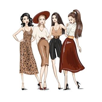 Cztery młode kobiety ubrane w modne ubrania