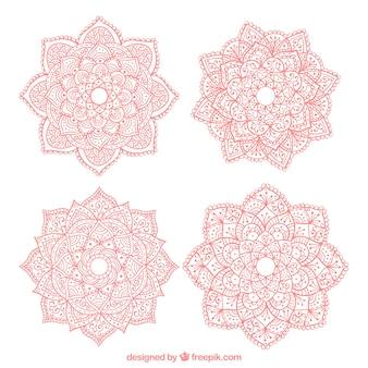 Cztery ręcznie rysowane mandale różowe
