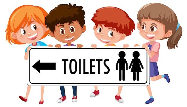 Czwórka dzieci trzymając znak wc na białym tle