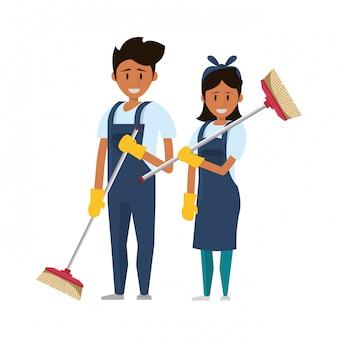 Czyści pracowników za pomocą sprzętu czyszczącego