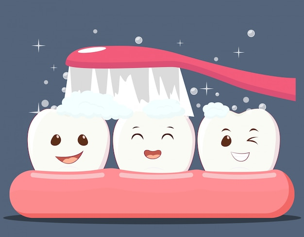 Czyszczenie szczęśliwych uśmiechniętych zębów