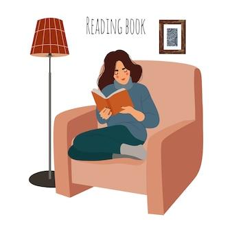 Czytanie kobieta w domu na krześle. dziewczyna siedzi na fotelu z ciekawą książką. płaska ilustracja na białym tle.