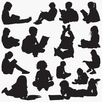 Czytanie książki sylwetki
