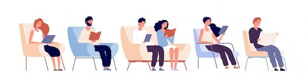 Czytelnicy znaków. osoby czytające książki siedzące na krześle w księgarni. studenci studiujący w koncepcji wektora biblioteki uniwersyteckiej