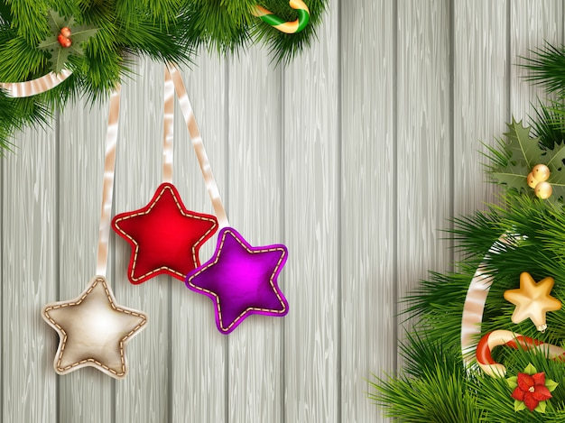 Dekorację świąteczną z gałęzi jodły na białej desce.