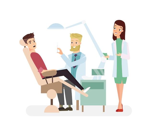 Dentysta mężczyzna w biurze trzymając instrumenty i bada pacjenta pacjenta