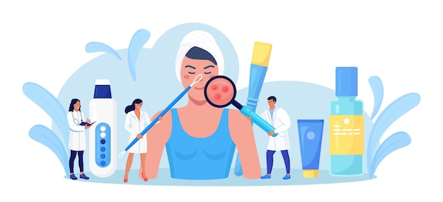 Dermatologia, kosmetologia. twarz kobiety z zapaleniem trądziku, ospą wietrzną, alergiami lub rakiem. mali lekarze badający czerwone plamy, pryszcze. dermatolog diagnoza choroby skóry. oczyszczanie twarzy w salonie