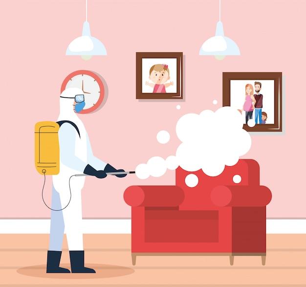 Dezynfekcja domu przez komercyjną usługę dezynfekcji, pracownik dezynfekcji w kombinezonie ochronnym i sprayu zapobiega covid 19 w salonie