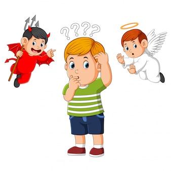 Diabeł i anioł na ramieniu młodego człowieka szepczącego pokusę do ucha