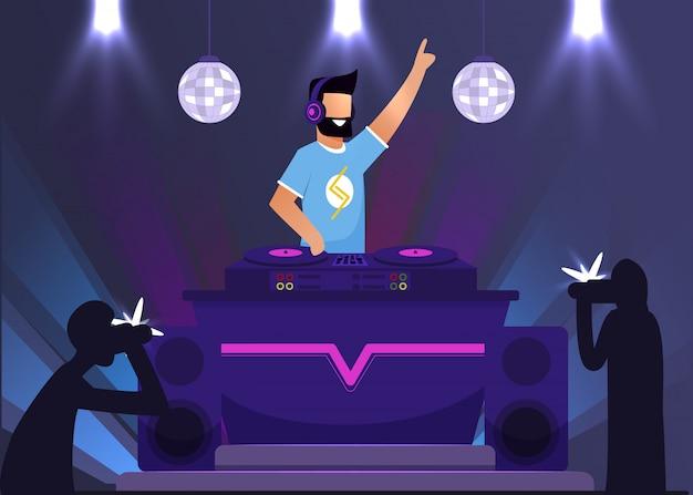 Disc jockey super star w klubie nocnym i paparazzi