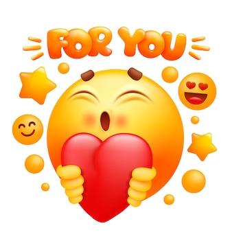 Dla ciebie naklejka internetowa. żółta postać z kreskówki emoji trzyma czerwone serce. twarz uśmiechu emotikon.