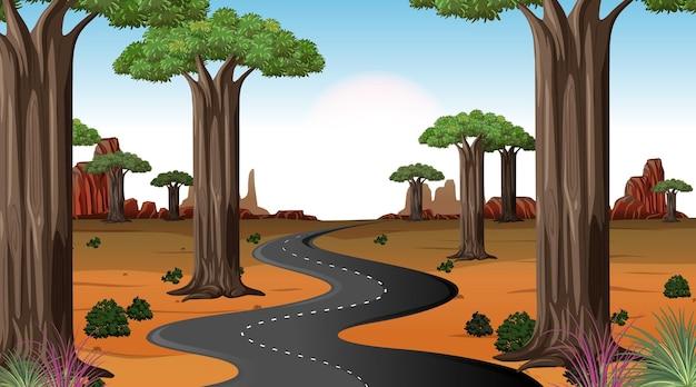Długa droga przez scenę pustynnego krajobrazu w ciągu dnia