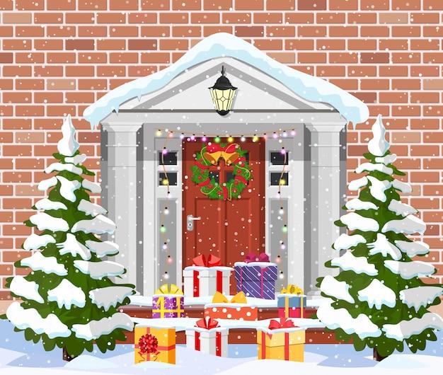Dom z dekoracjami świątecznymi