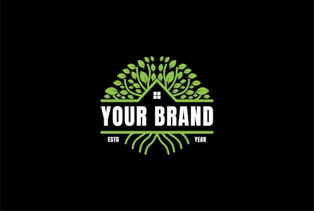 Domek na drzewie domek domek nieruchomości logo design vector