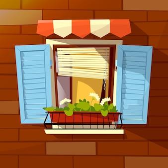 Domowa fasada okna z drewnianymi okiennicami, markizą przeciwsłoneczną i doniczką.