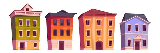 Domy miejskie, stare budynki na mieszkania, biuro lub sklep na białym tle