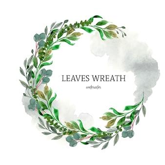 Dość rustykalny wieniec z zielonych liści streszczenie plamy