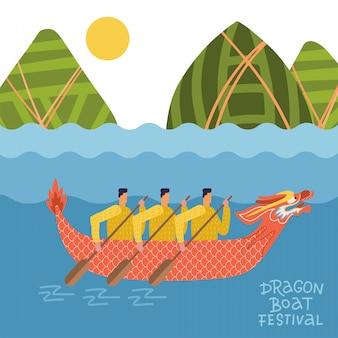 Dragon boat festival - duanwu lub zhongxiao. krajobraz rzeki z chińską smoczą łodzią z mężczyznami i górami w kształcie pierogów. płaska ilustracja