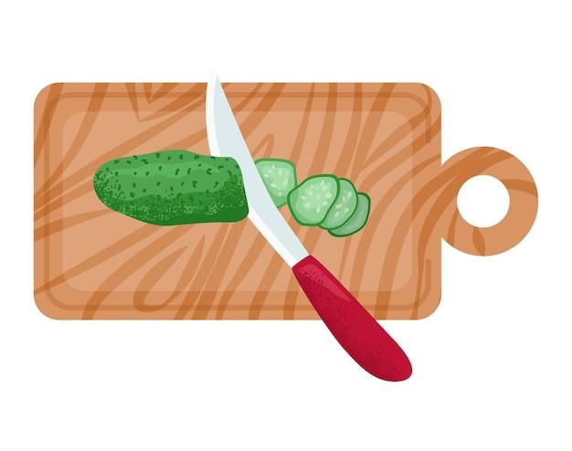 Drewniana deska kuchenna z ekologicznym zielonym ogórkiem