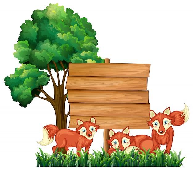 Drewniane tabliczki z trzema lisem