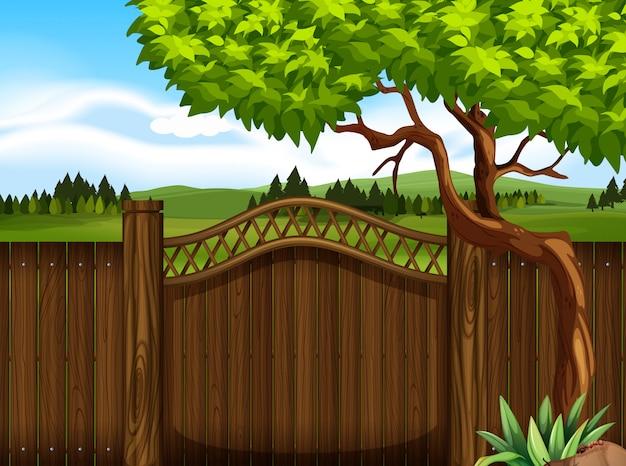 Drewniany płot w ogrodzie
