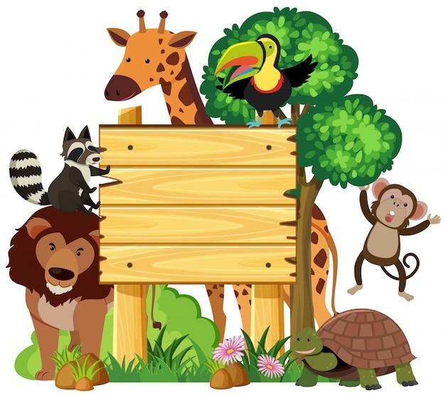 Drewniany znak z uroczymi zwierzętami w parku