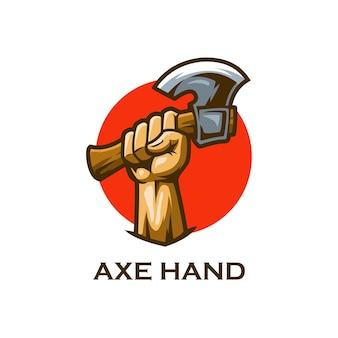 Drewno cięte ręcznie siekierą